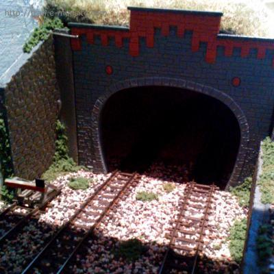 Habillage des côtés du tunnel avec les plaques